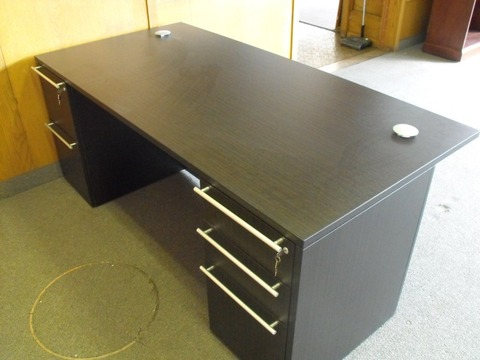 CHERRYMAN Furniture Cherryman Verde executive desk